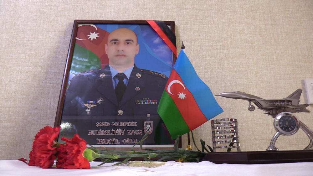 """Əsir düşməmək üçün """"Su-25"""" döyüş təyyarəsini düşmən səngərinə çırpan şəhid  polkovnik Zaur Nudirəliyev"""