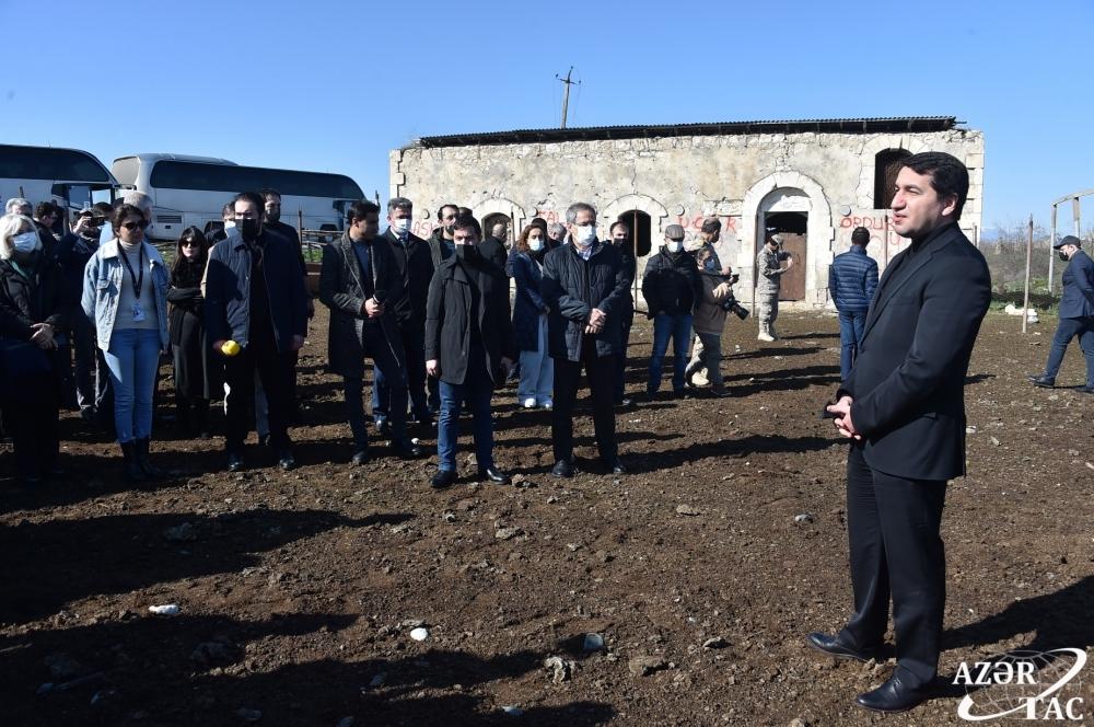 Xarici diplomatlar və hərbi attaşelər Füzuli rayonunun işğaldan azad olunmuş Merdinli kəndində olublar